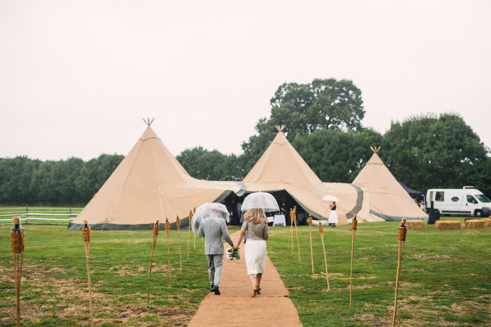 rainy-tipi-wedding