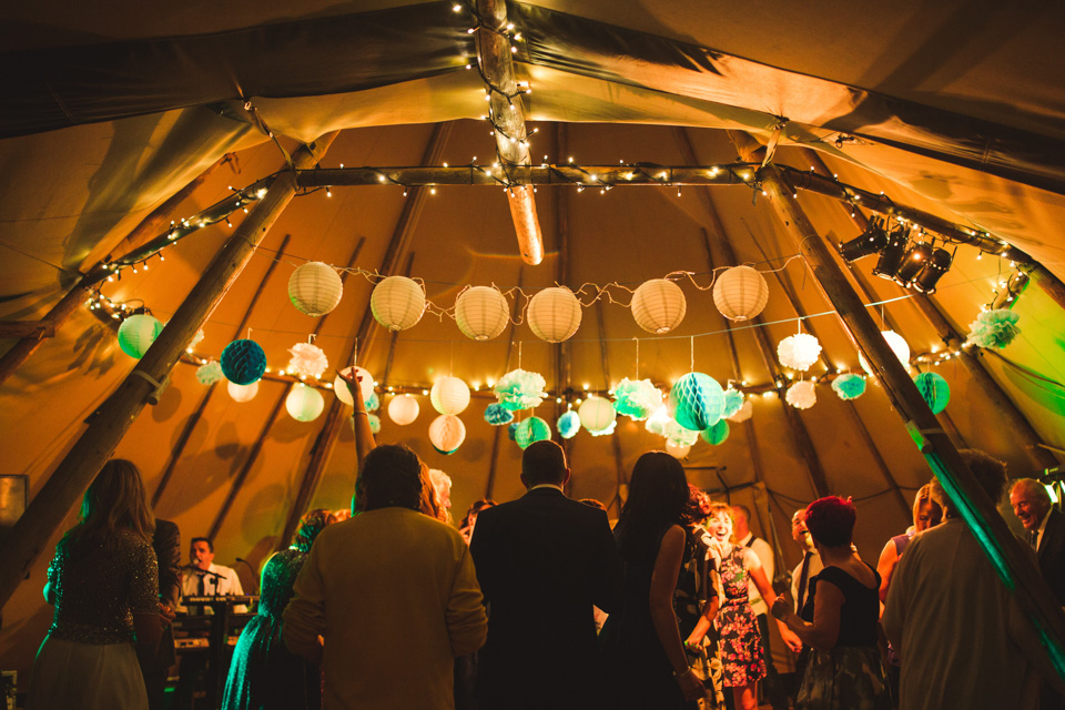 tipi-wedding-night-dancing