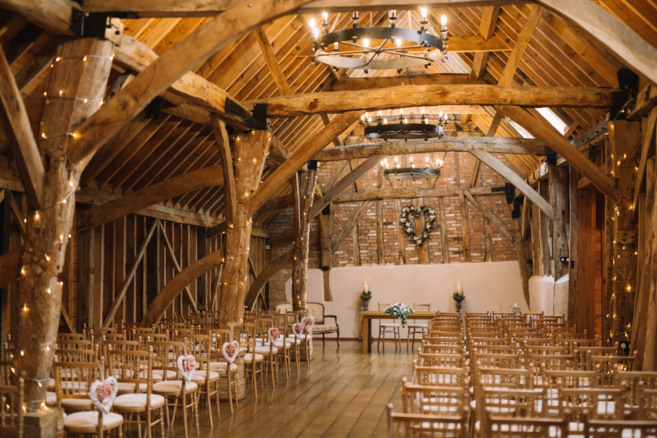 bassmead-manor-barns-rickety-barn-wedding