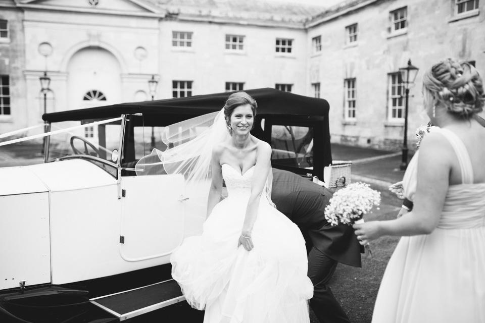 bride-woburn-sculpture-gallery-wedding-car