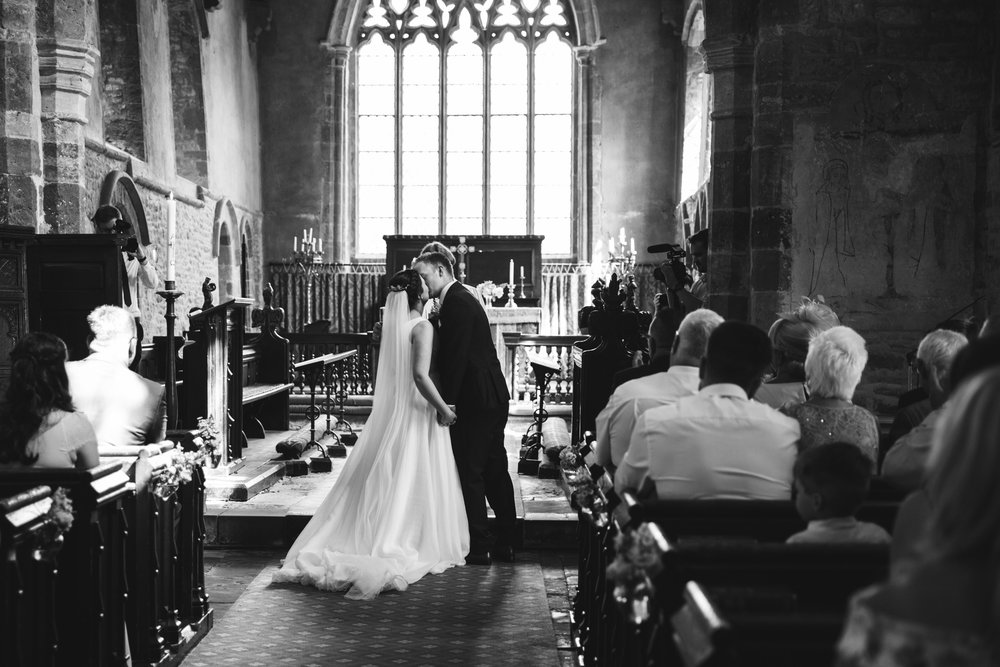 barns-at-hunsbury-hill-northampton-wedding-photography_web__1328_4G2A8128.jpg