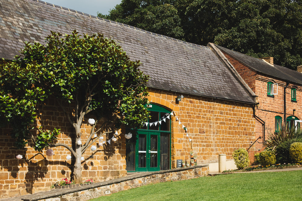 barns-at-hunsbury-hill-northampton-wedding-photography_web__1419_4G2A8226.jpg