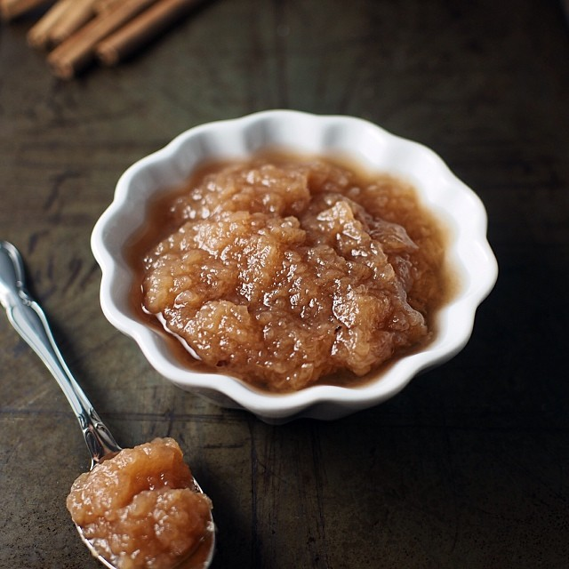 Crockpot cinnamon applesauce recipe up on the blog. Free of sugar and a light tasting side dish to have any time of year. #paleo #scd #autoimmune #hashimotos #thyroid #glutenfree #grainfree #sugarfree #everydayungrained #realfood #crockpot