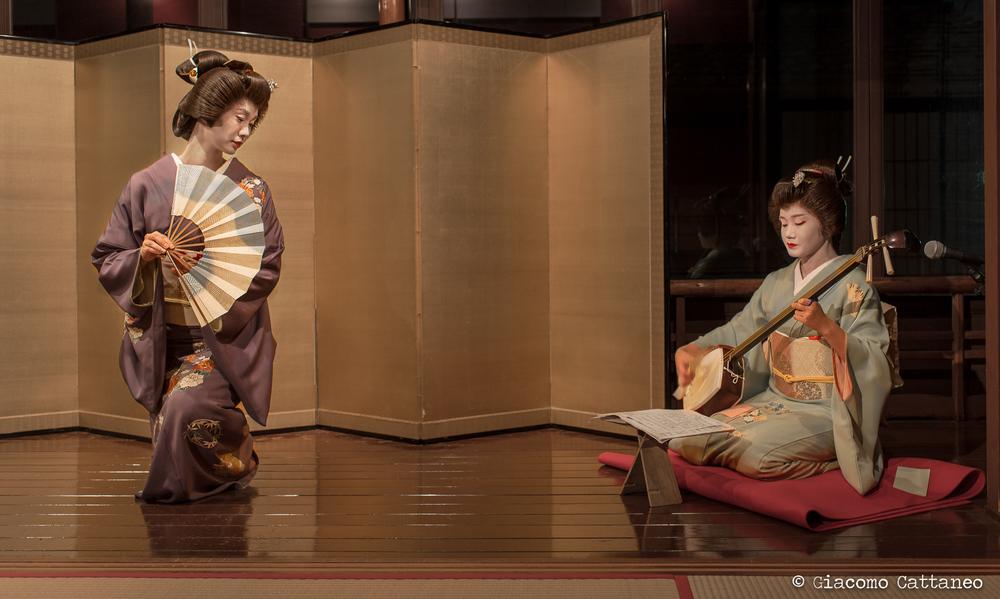 ISO 500, 35mm, f/2.8, 1/40 sec - Kanazawa, Kaikaro Teahouse