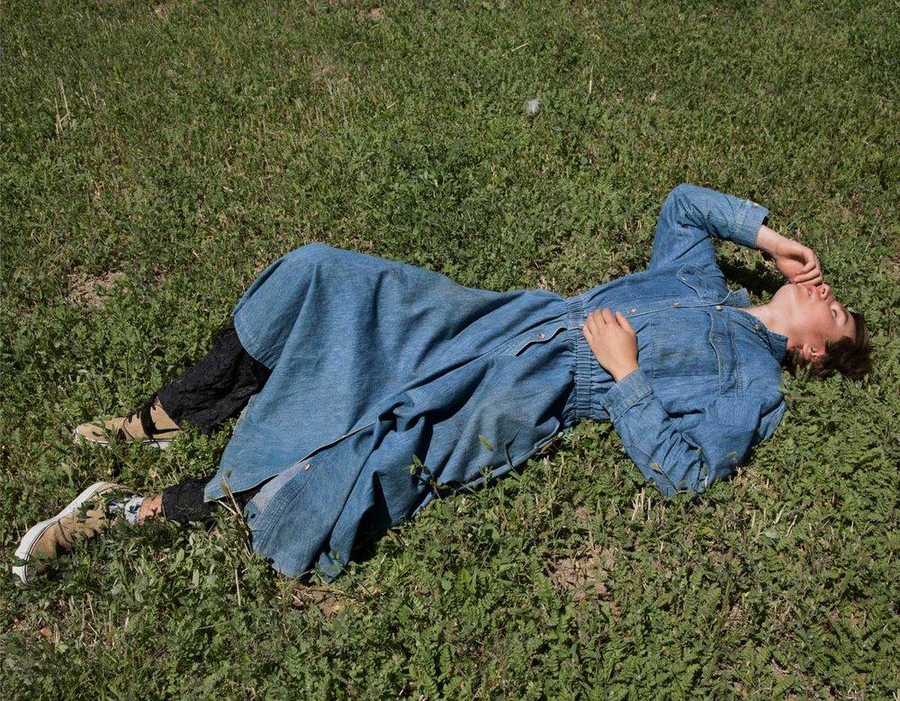Sam Contis  Denim Dress. 2014. Pigmented inkjet print, 34 × 44 1/2′′ (86.4 × 113 cm). Courtesy the artist and Klaus von Nichtssagend Gallery, New York. © 2017 Sam Contis