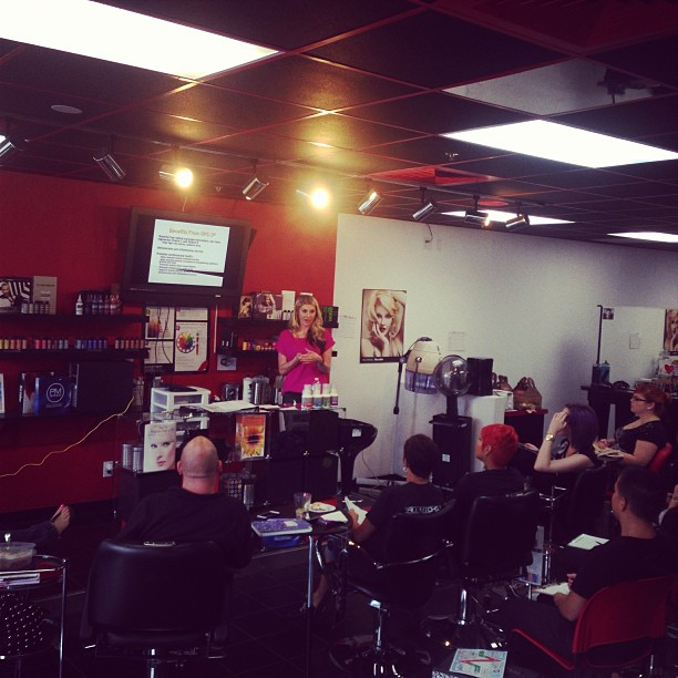 @aubreyphillips_pa educating #team1 on @isotonix and our new #beauty #essentials kit available now @shopcom #health (at The Salon 1.0 Paul Mitchell Focus Salon)