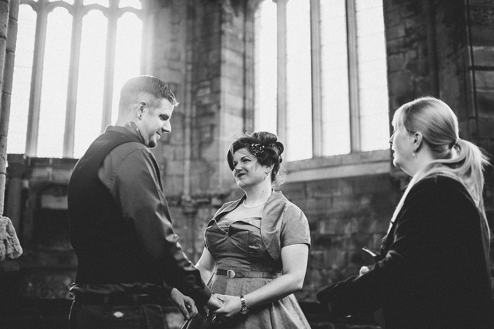 2011-lisa-devine-photography-alternative-stylish-creative-wedding-photography-glasgow-scotland-uk.JPG