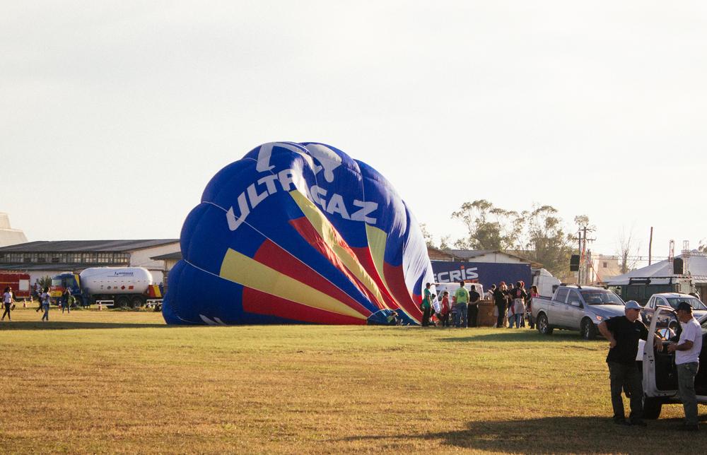 Começando a encher o balão com ar frio