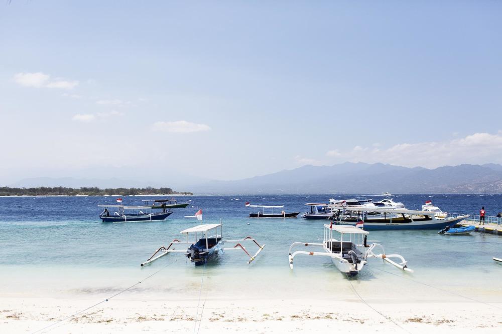 O porto, local de embarque e desembarque. Na areia mesmo, desse jeito aí!