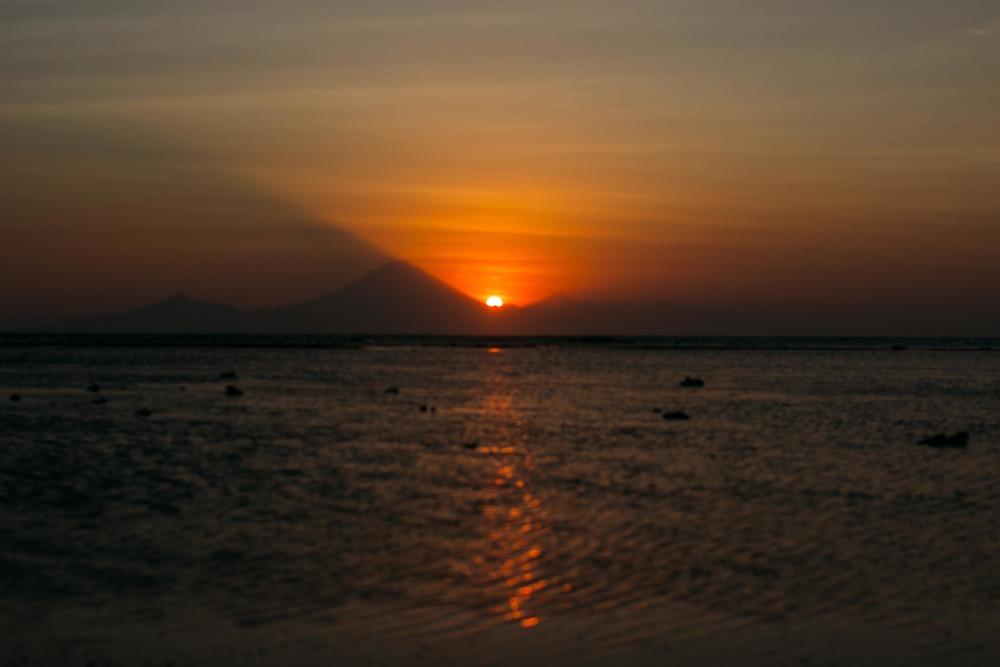 Por do sol do outro lado da ilha