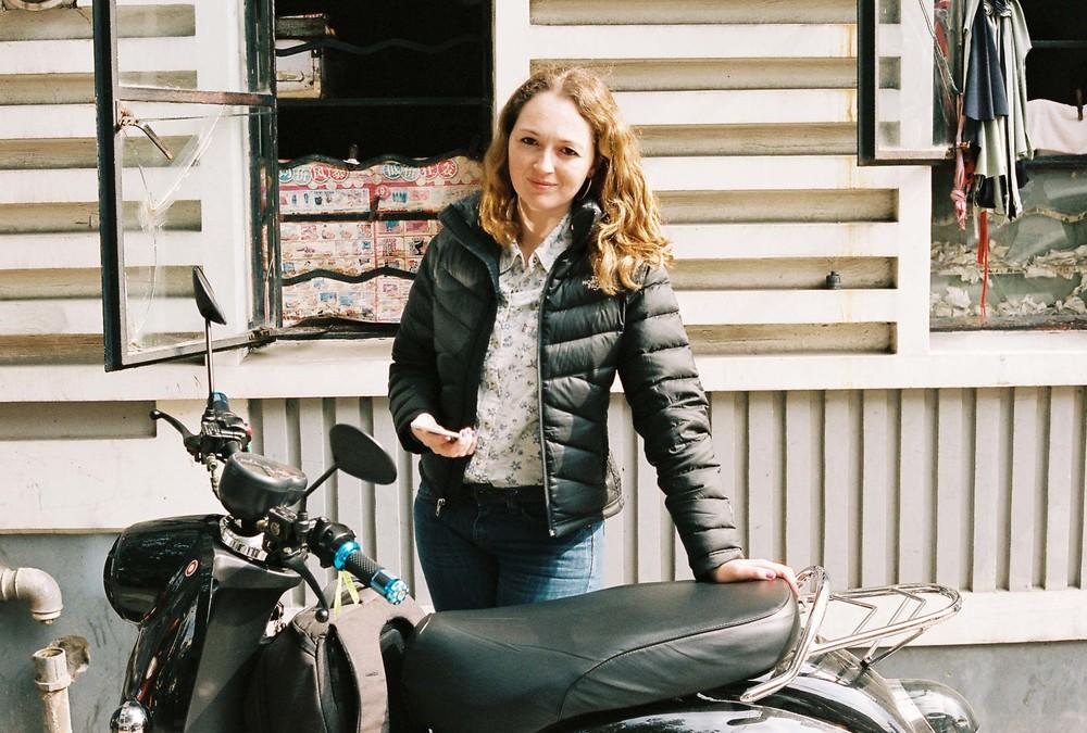 Nossa scooter elétrica, instrumento de trabalho essencial na China.