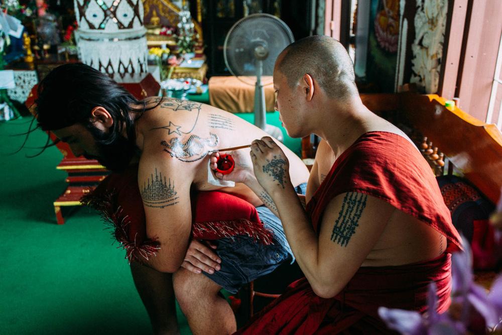 sak yant tigre eduardo tatuagem tailandia