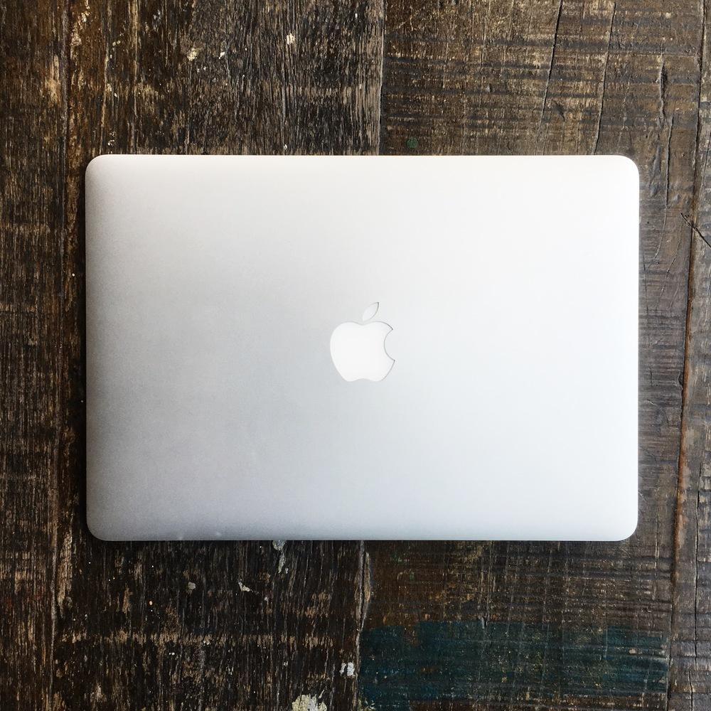 macbook equipamento de fotografia de viagem