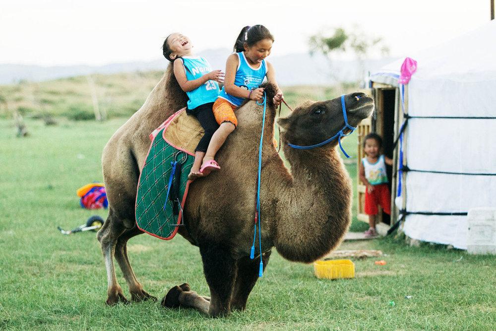 As crianças na nossa família nômade mongol