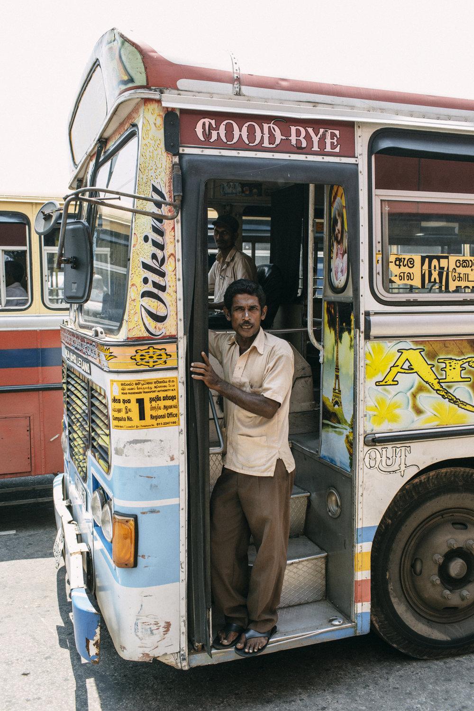 Nosso ônibus de longa distância no Sri Lanka