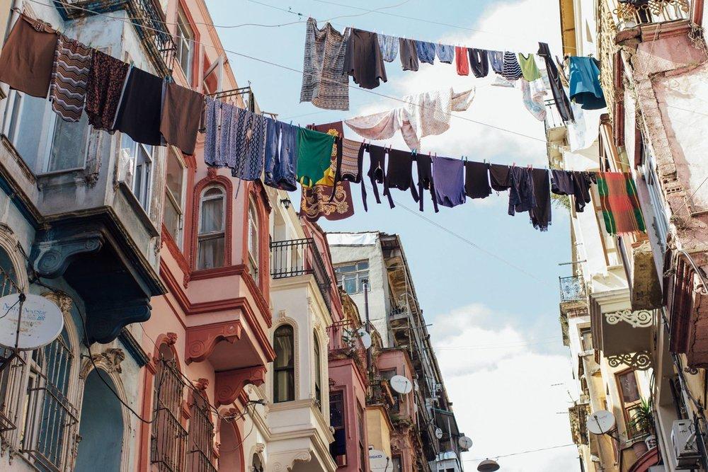 como lavar roupa viagem