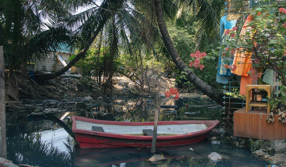 O Canal Toei, que dá nome a comunidade Khlong Toei