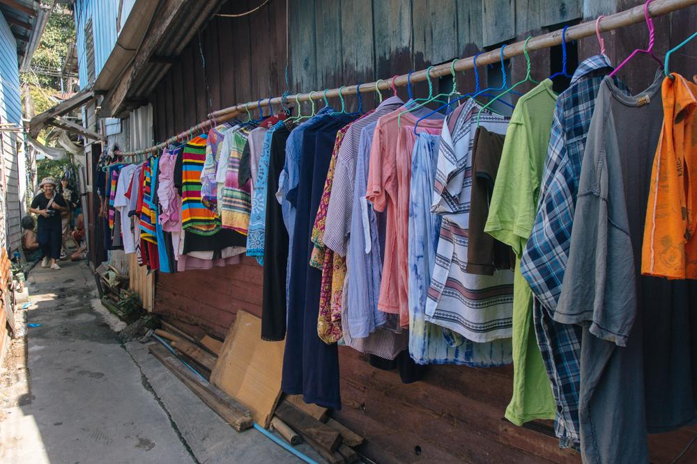 """A cena mais """"bairro tailandês"""" também tem na comunidade, obviamente"""