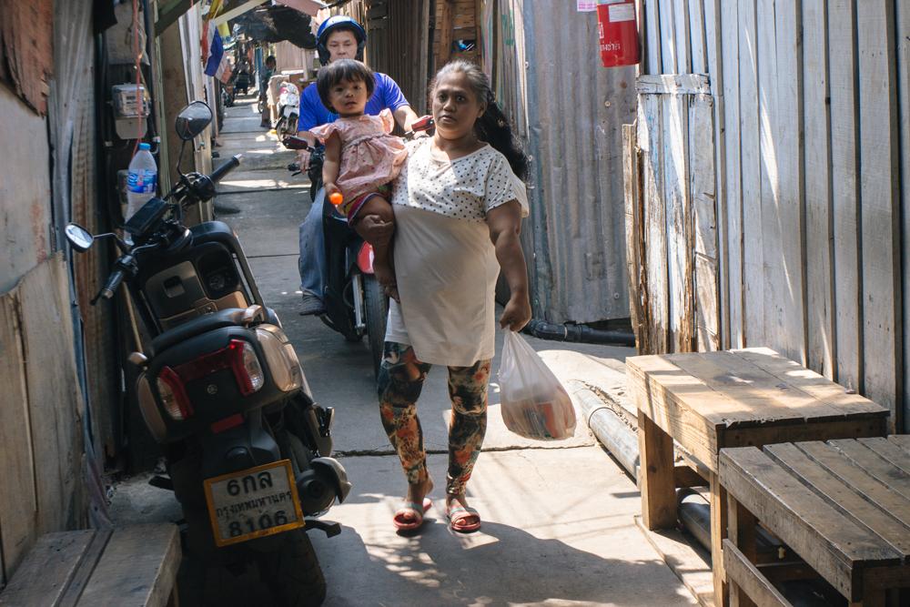 nas ruas de Khlong Toei