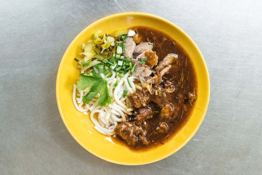 Noodle com carne de panela