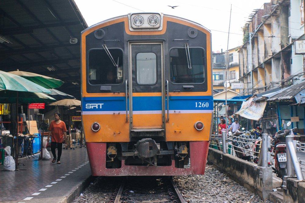 tpur diferente bangkok local alike 2.jpg