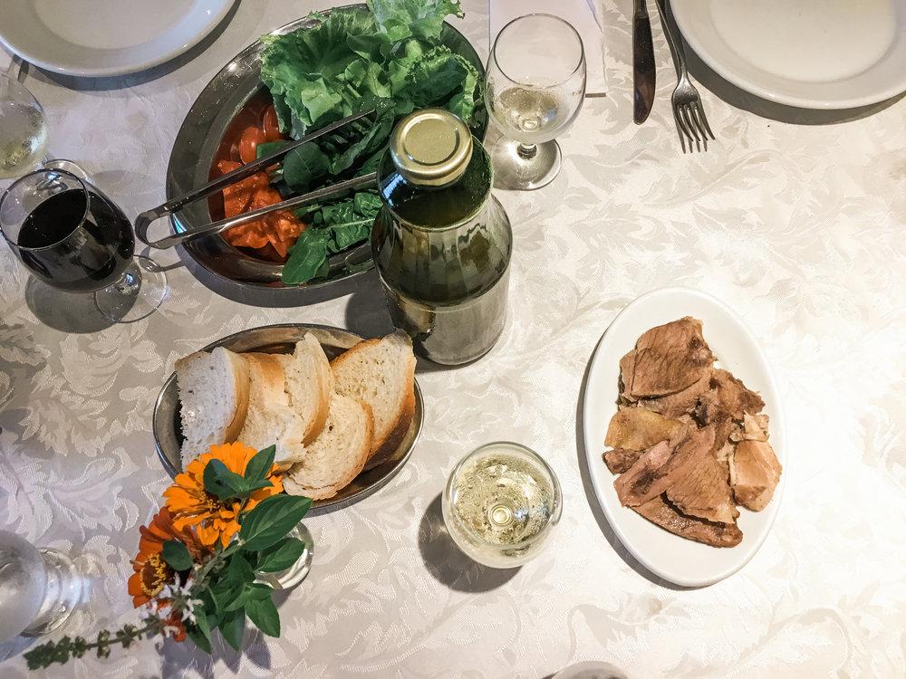 Salada e carne lessa
