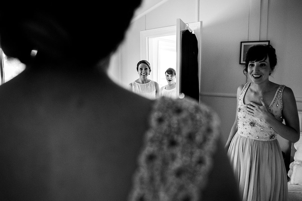 Bridesmaid-reaction-NIC_1773-Edit.jpg