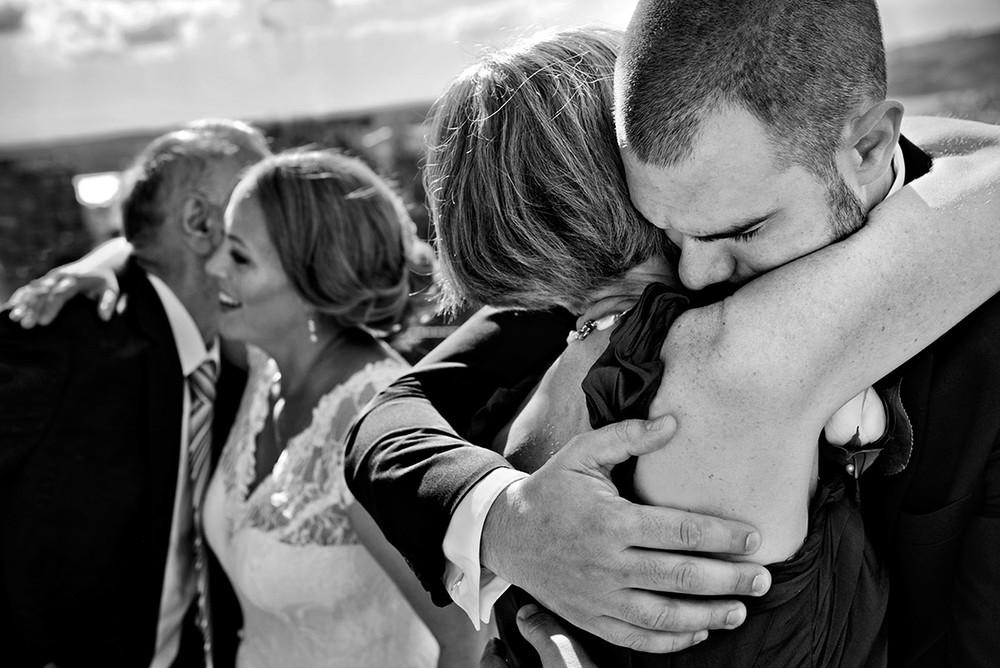 Ceremony-hug-bride-groom-DSC_4997.jpg