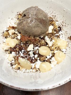 whatkellyeats_la_0005_Coffeecake+Butterscotch.jpg