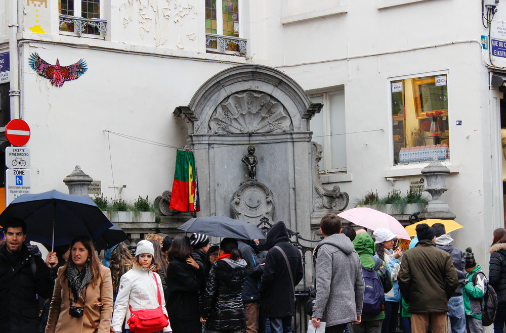 The crowd around Manneken Pis