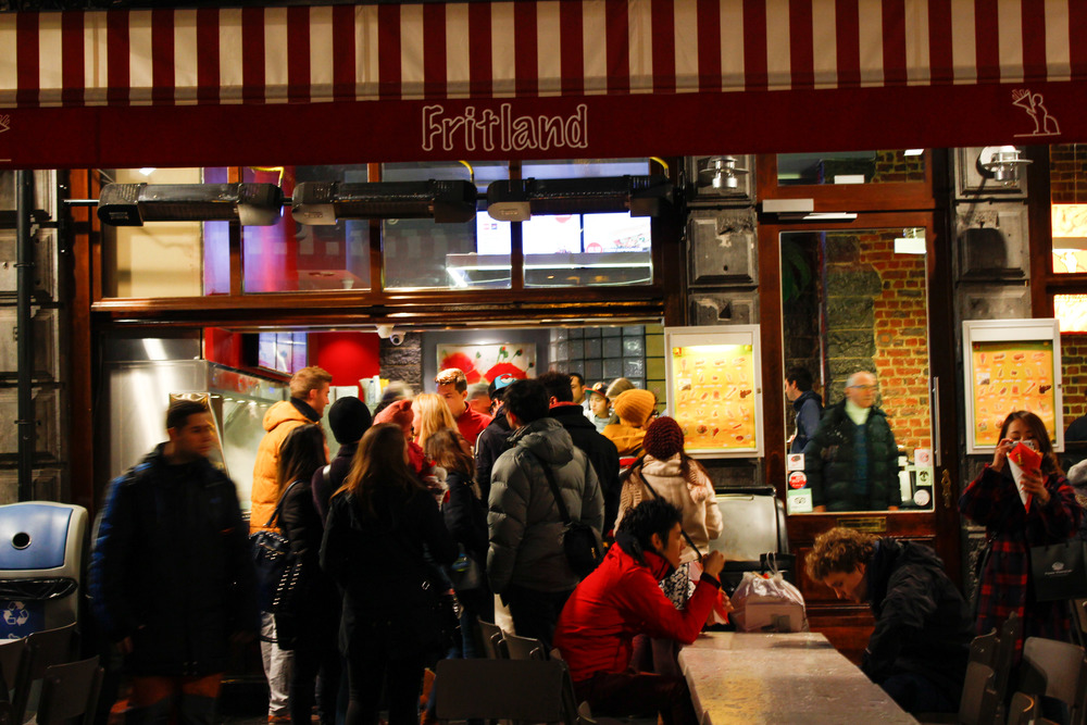 Late night line up for frites
