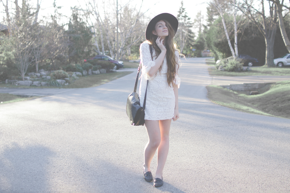 white dress and wide brim hat via Rebecca-Jacobs.com-4.jpg