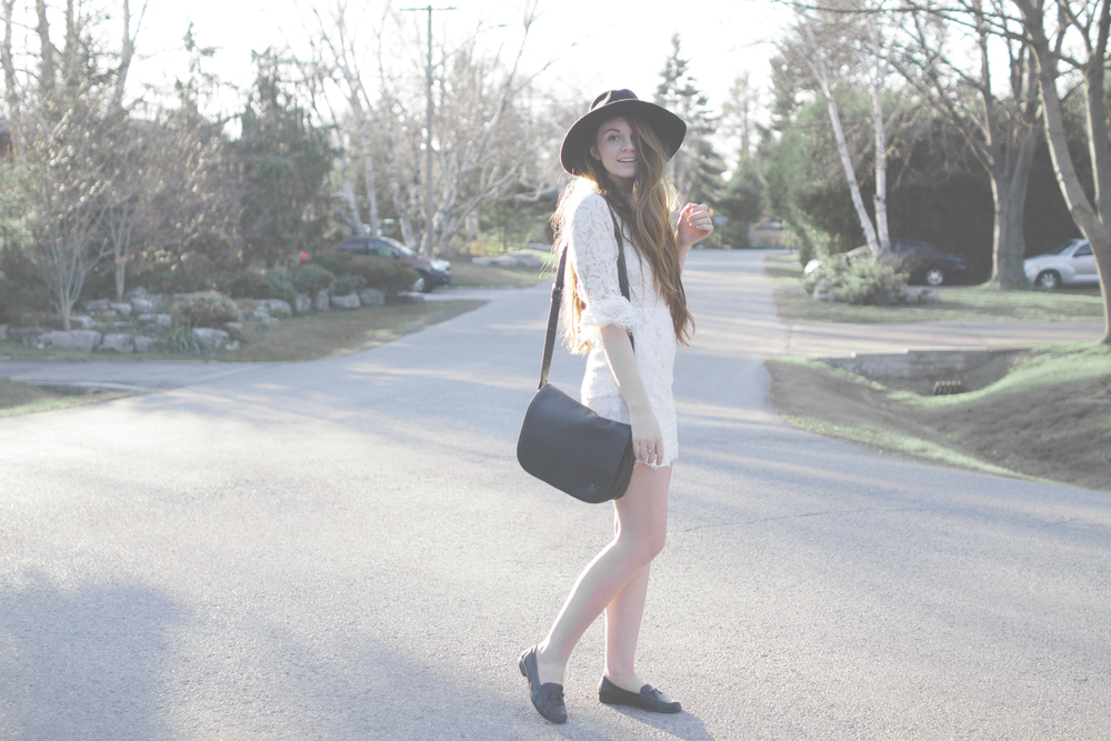 white dress and wide brim hat via Rebecca-Jacobs.com-5.jpg