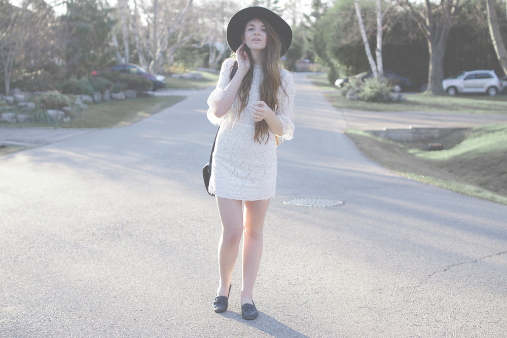 white dress and wide brim hat via Rebecca-Jacobs.com-7.jpg