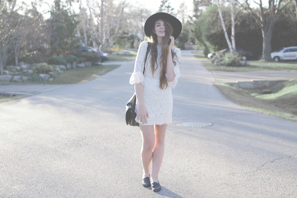 white dress and wide brim hat via Rebecca-Jacobs.com-8.jpg