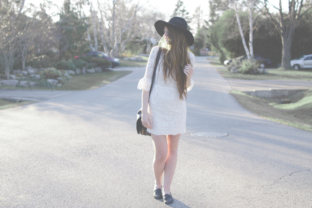 white dress and wide brim hat via Rebecca-Jacobs.com-9.jpg