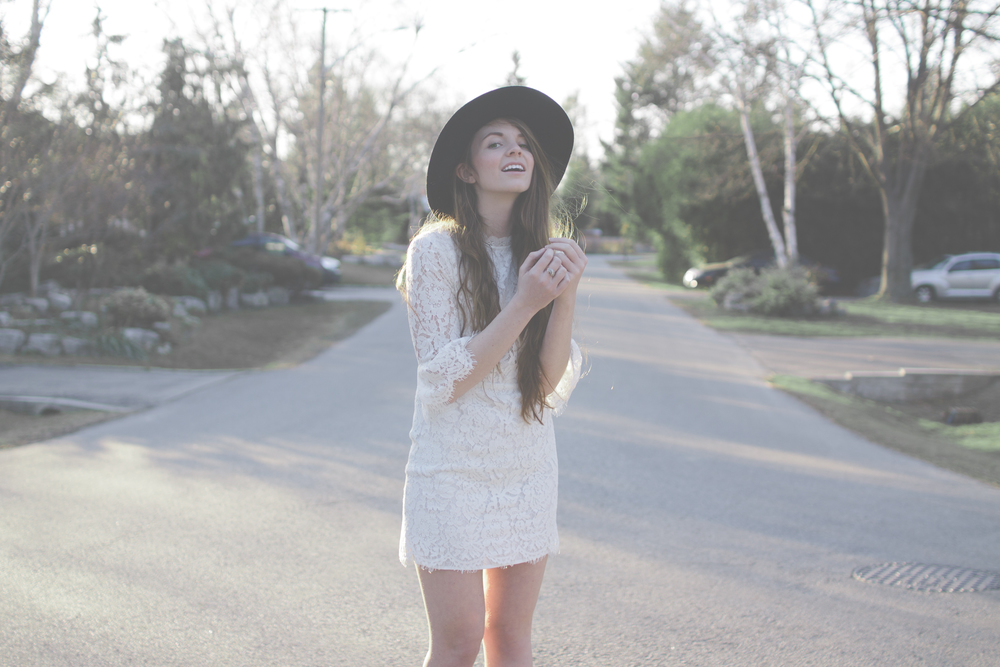 white dress and wide brim hat via Rebecca-Jacobs.com-12.jpg