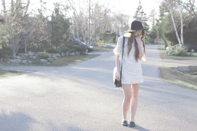 white dress and wide brim hat via Rebecca-Jacobs.com-1.jpg