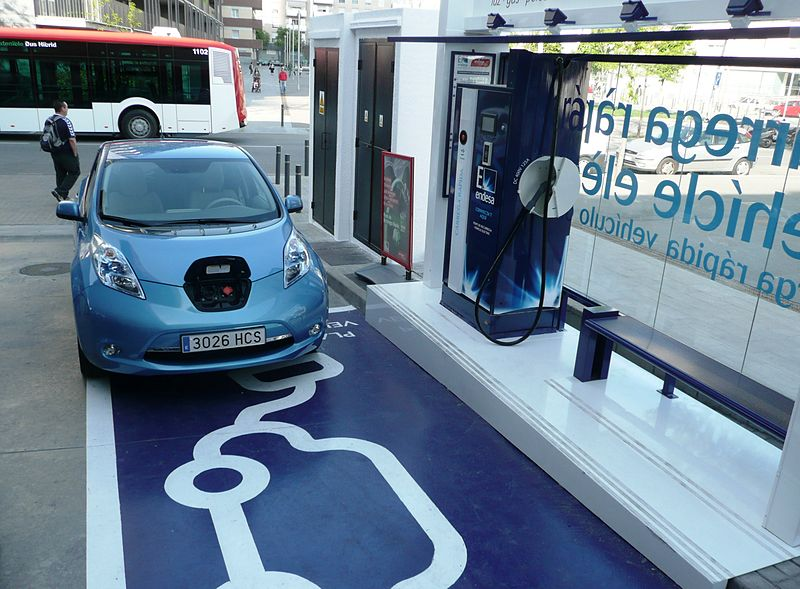 800px-First_EV_Charging_Station_in_Barcelona.JPG