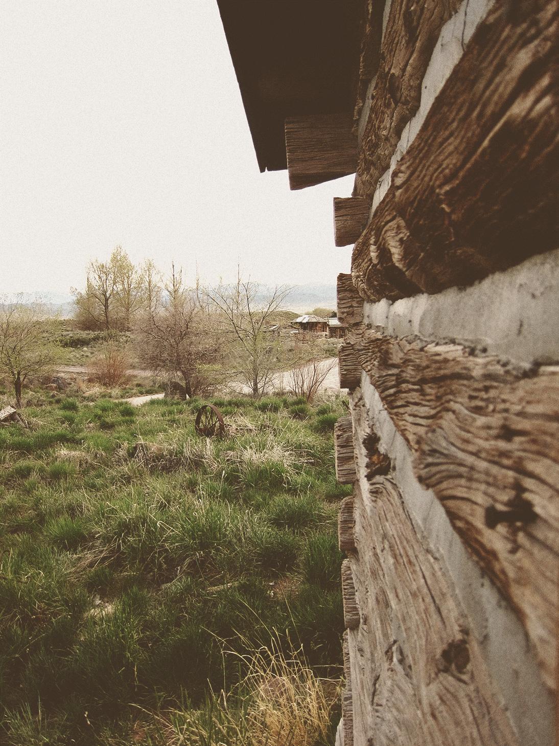 log-cabin-side