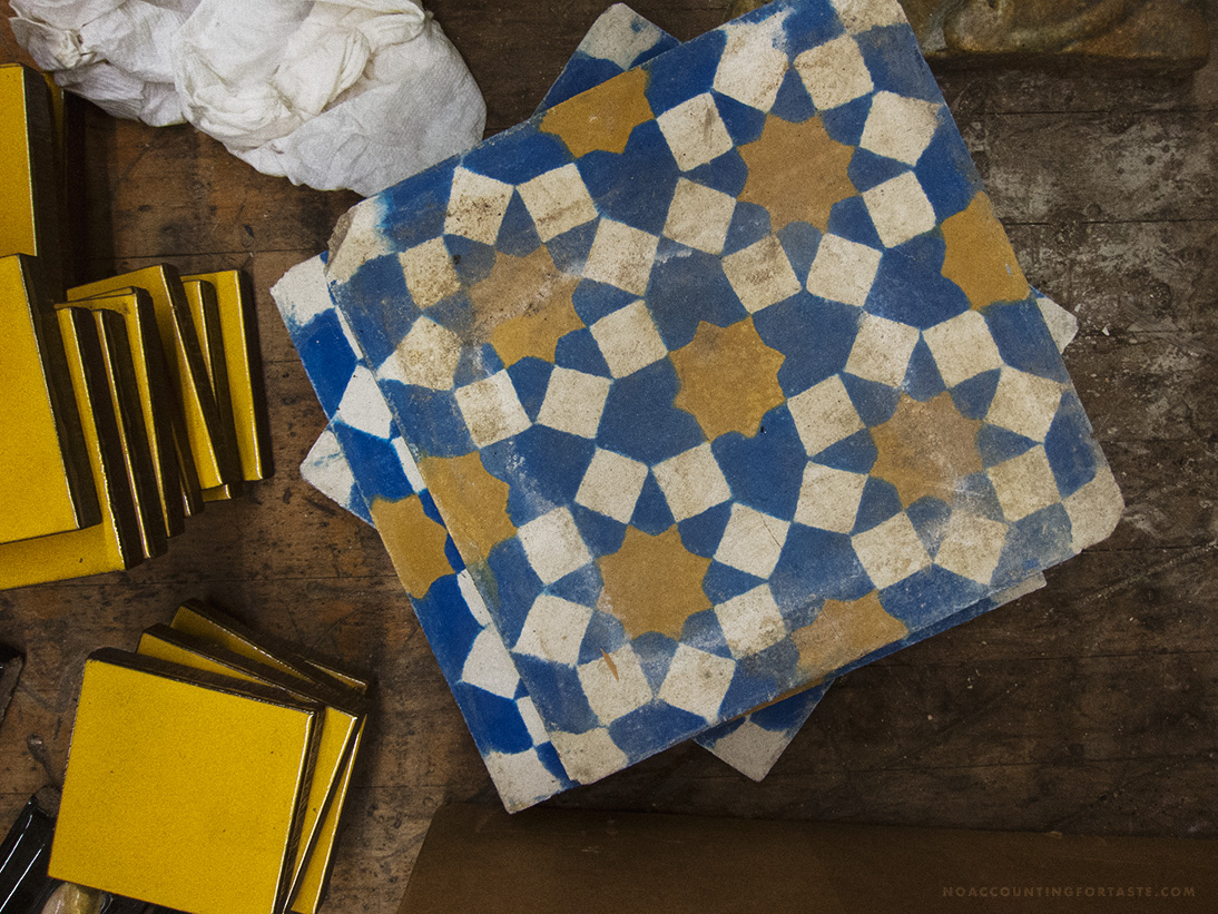 wells-antique-tile-blue-yellow