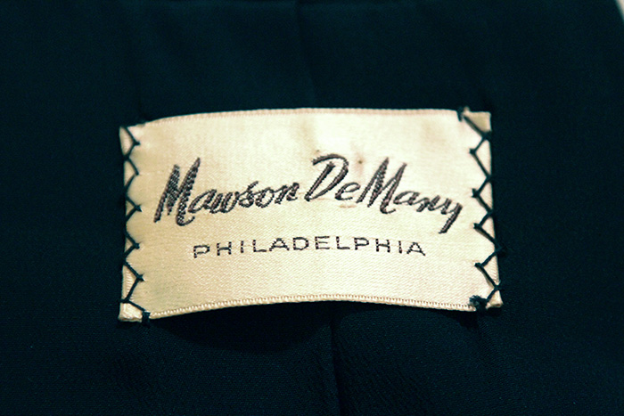 This label is placed in the inside neck of the jacket, where one usually finds the Lilli Ann label.