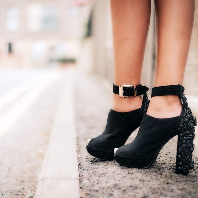 Monday Mood mifani #boots  #womensfashion #womensshoes #getthelook #fashionista #fashionstyle #fashionlover #style #stylist #ootd #mules #shoesporn #shoesoftheday #instastyle #shoesaddict #footwear #stylediaries #potd #fblogger #fashionblogger