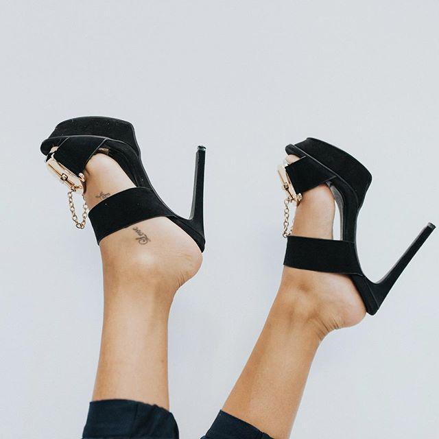 Good Morning London ! #mifani #heels  #womensfashion #womensshoes #getthelook #fashionista #fashionstyle #fashionlover #style #stylist #ootd #mules #shoesporn #shoesoftheday #instastyle #shoesaddict #footwear #stylediaries #potd #fblogger #fashionblogger
