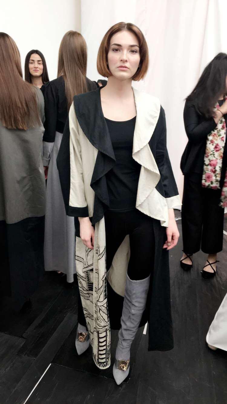 Model wears  Grey Overknee boots