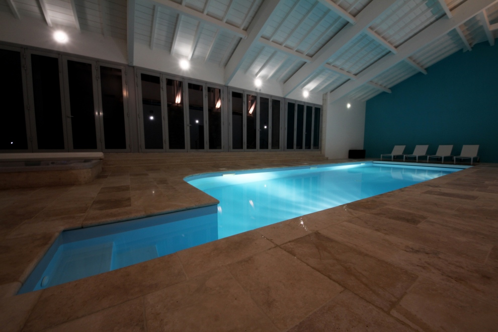 De Luxe indoor pool.jpg