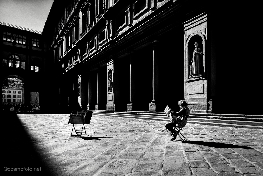 This one of my personal favorites! The place outside the Uffizi is usually packed with people, so I had to wait quite a while to get this shot. The guy in the photo is a cartoonist who was waiting for customers.