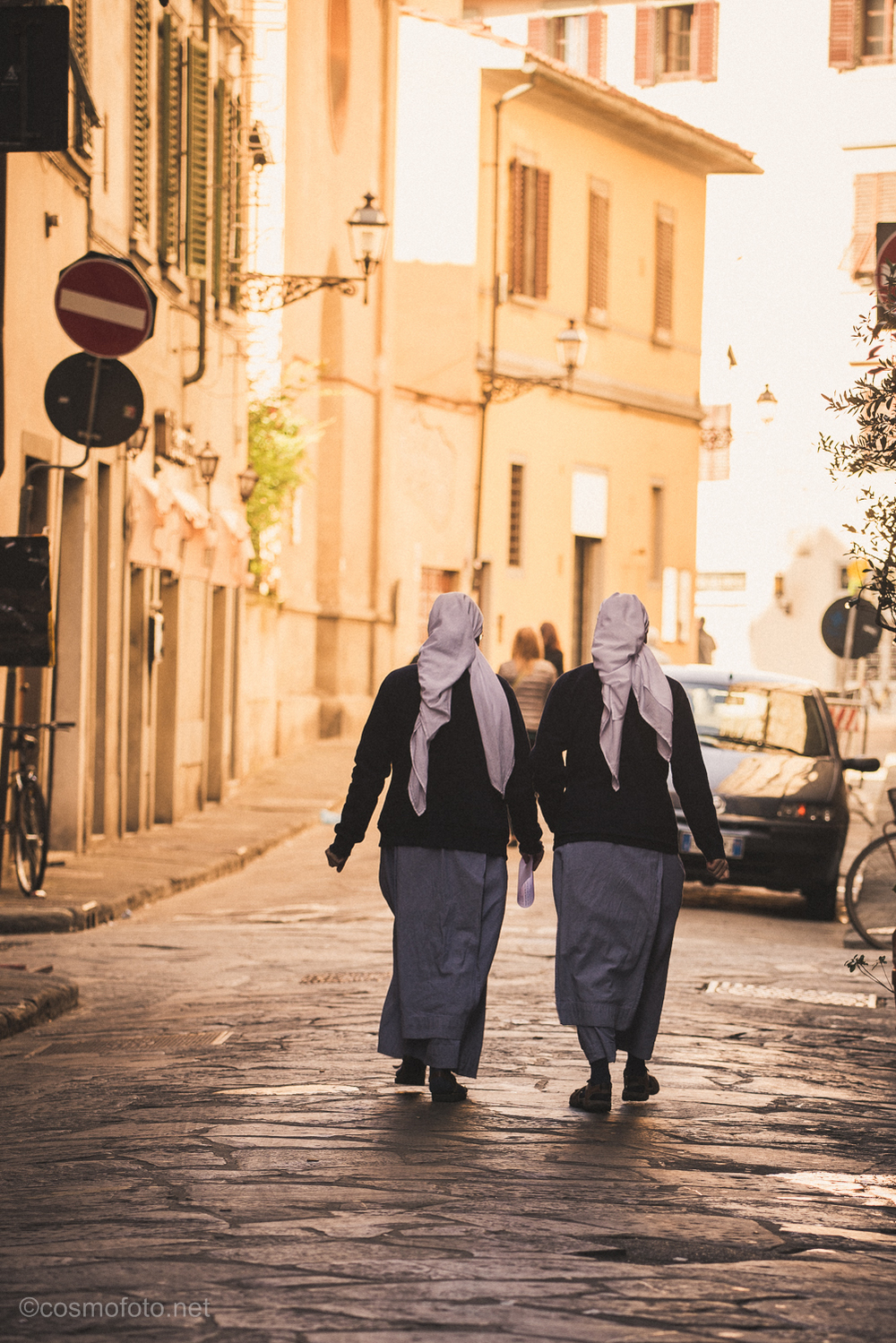 Another photo that I really like, two nuns walking in Florence.