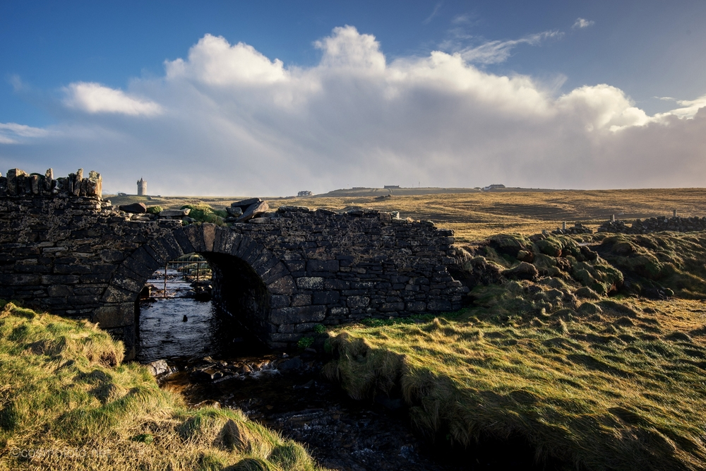 Bridge on the Doolin side of the walk, the famous Doonagore castle in the background.