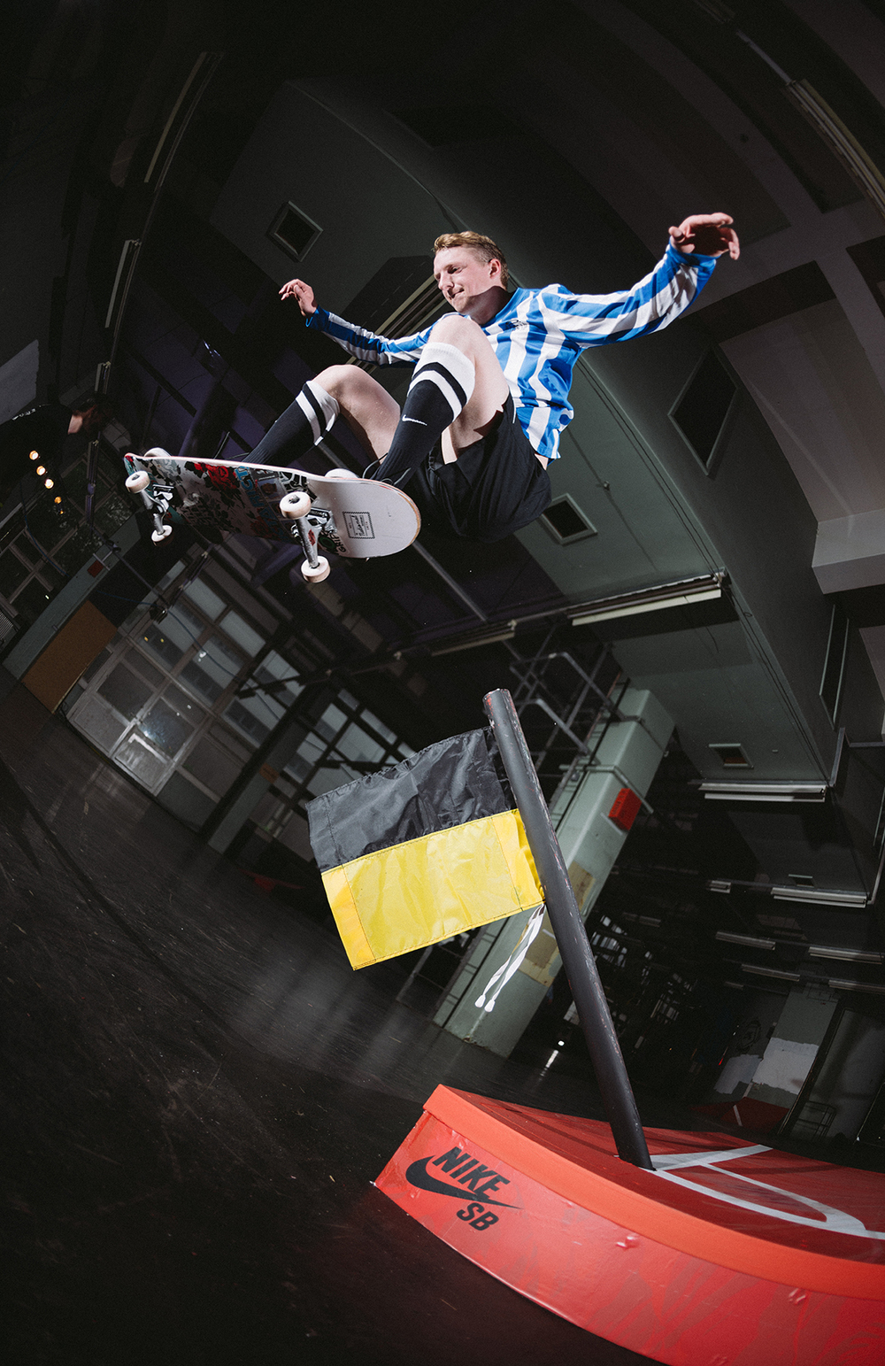 _IHC0312e-Neil-Smith-Polejam-Nike-SB-Risk-Everything-London-2014-Photographer-Maksim-Kalanep.jpg
